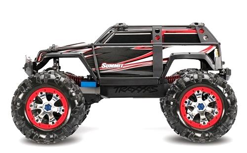Готовая модель полноприводного внедорожника.  Traxxas E-Revo. с мощным коллекторным электродвигателем...